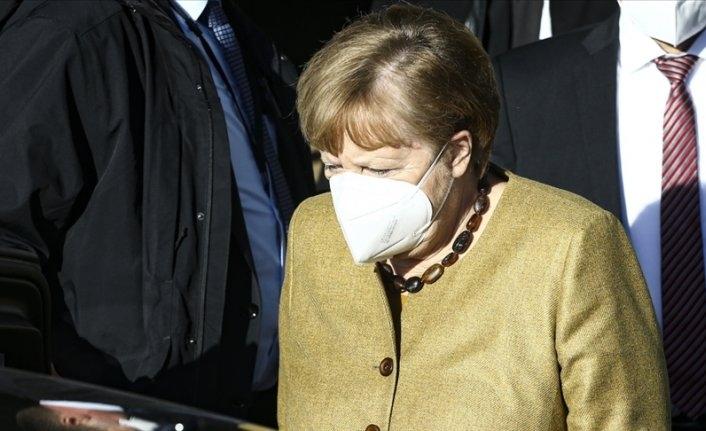 Merkel'den Uğur Şahin ve Özlem Türeci'ye destek: Tek boş günleri yok