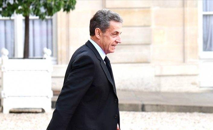Fransa İçişleri Bakanı yolsuzluktan suçlu bulunan Sarkozy'ye destek verdi