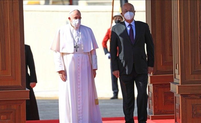 Papa Franciscus ile Irak Cumhurbaşkanı görüşüyor
