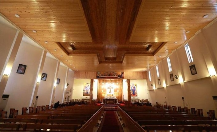 Papa Irak'ta ayin düzenledi