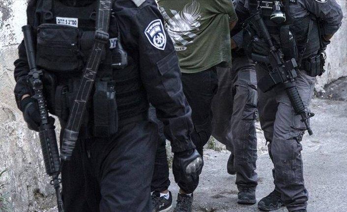 Yine Filistinli sivillere baskın yaptılar
