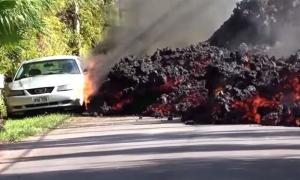 Hawaii'de Kilauea Yanardağı önüne geleni yutuyor