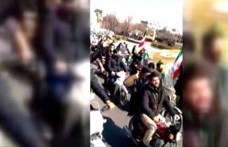 Devrim kutlamalarında Ruhani aleyhine sloganlar