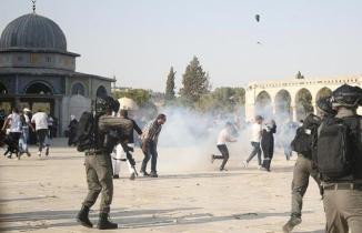 İsrail polisi cuma namazından çıkanlara saldırdı